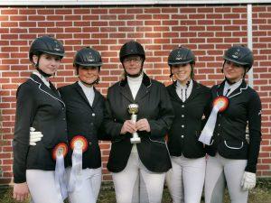 Die Mannschaft des RSV Gut Grund belegt den 3. Platz bei den Kreismeisterschaften 2019 in der A-Dressur